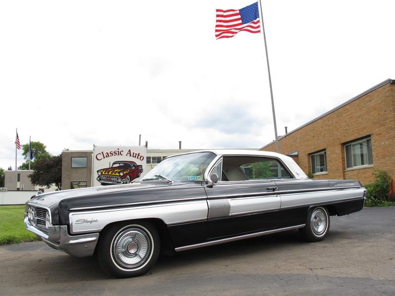 1962 Oldsmobile Starfire-11