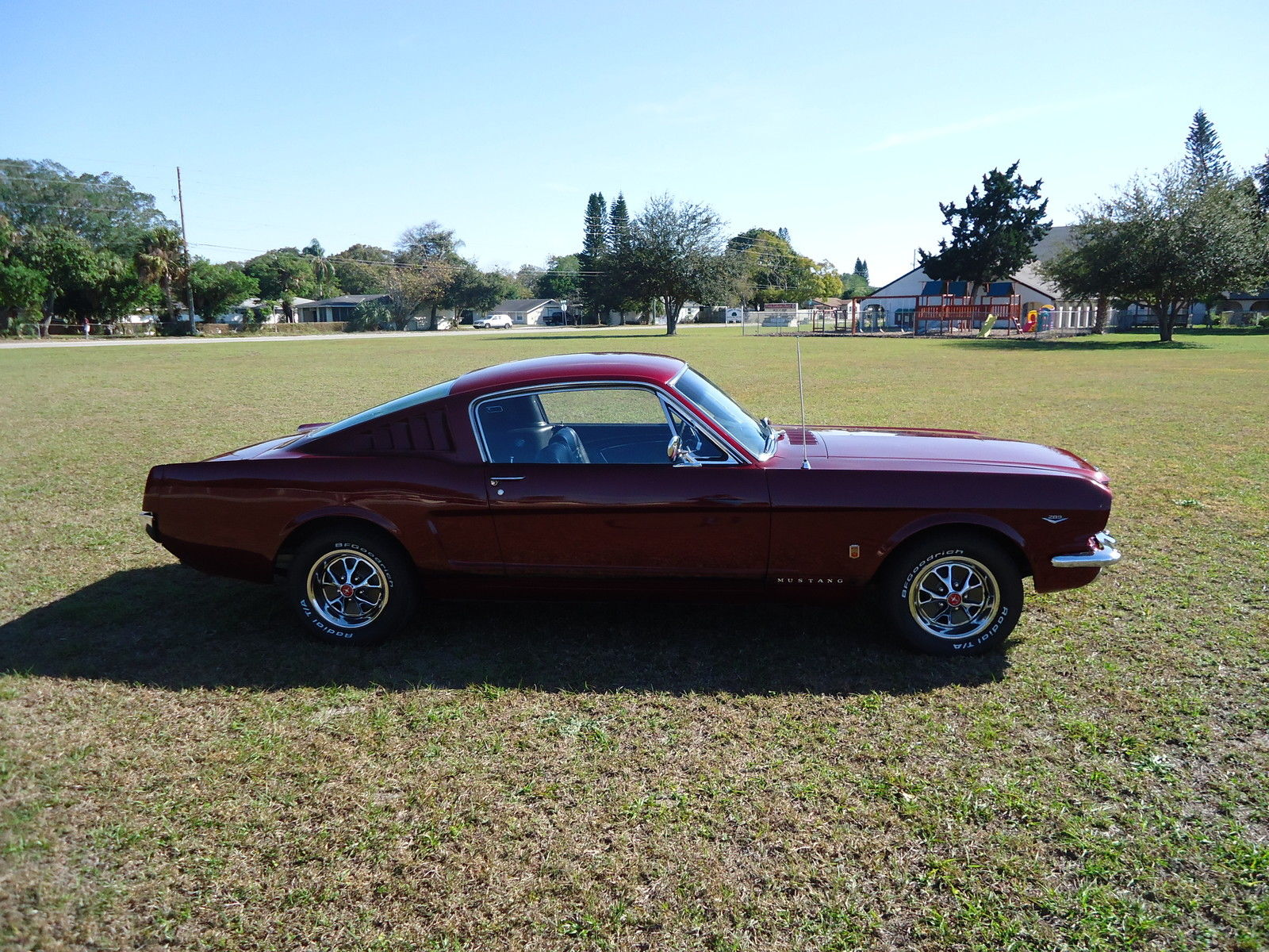 1966 Ford Mustang GT fastback candy apple red - Muscle Car