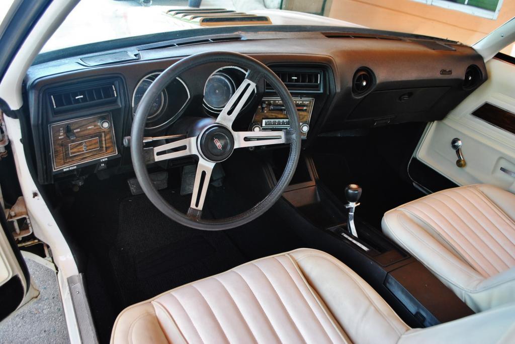 1973 Oldsmobile Cutlass Hurst W-30 455 bucket console