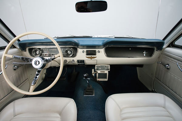 1964-Ford-Mustang-Pace-Car-fegkjg14