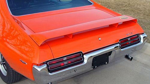 1969-Pontiac-GTO,-400CI-Ram-Air-III,-Carousel-Red-12