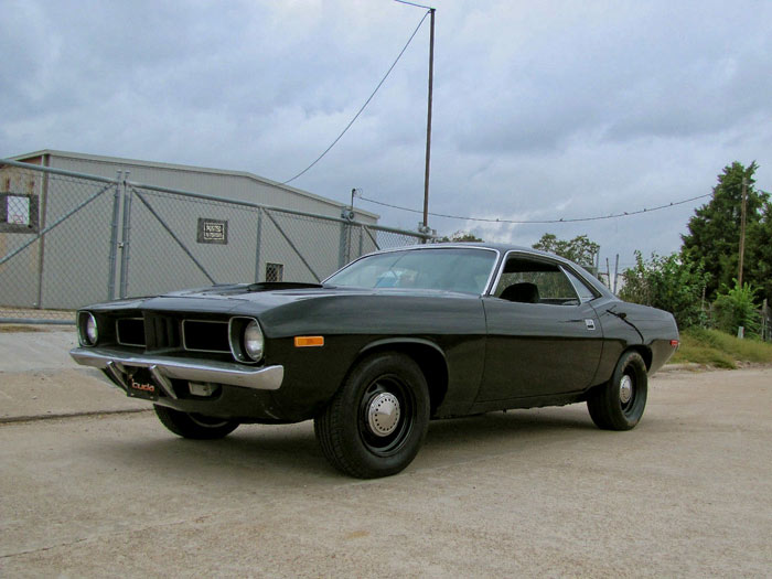 1972-Plymouth-Barracuda-318ci-300hp-Triple-Black-Restomod11