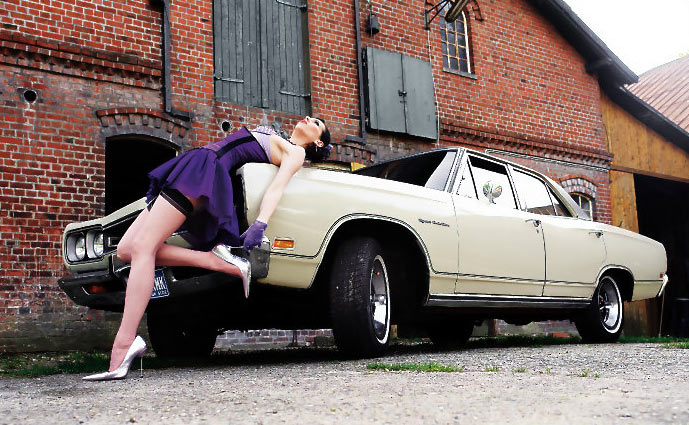 Muscle Car Girl 2701