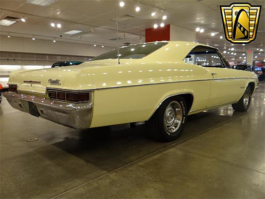 1966-Chevrolet-Impala-SS-12