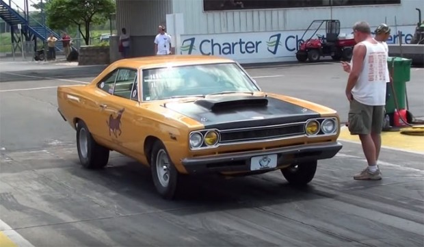 Muscle-Car-Drag-Racing-day