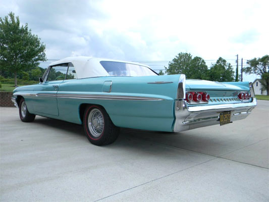 1961-Pontiac-Bonneville-Convertible-13