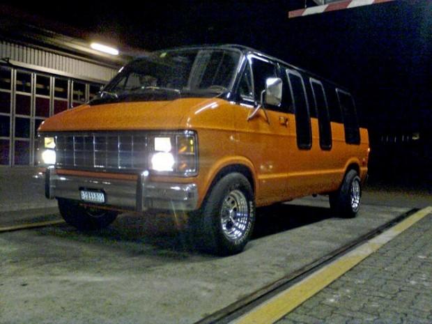 1980-Dodge-B-200-5673