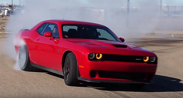 Drift-a-Dodge-Challenger-Hellcat-675676