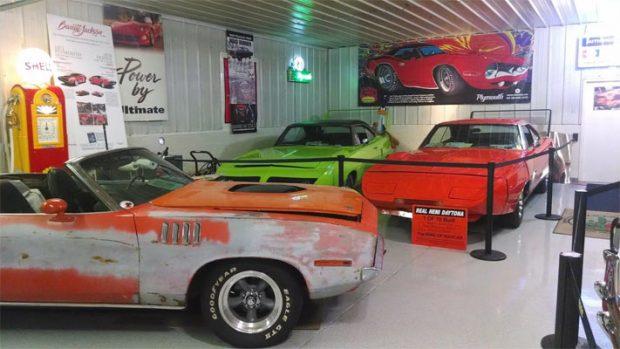 Daytona-AND-Plymouth-Superbird-1546542