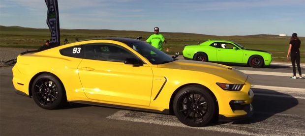 Shelby-GT350-VS-2015-Dodge