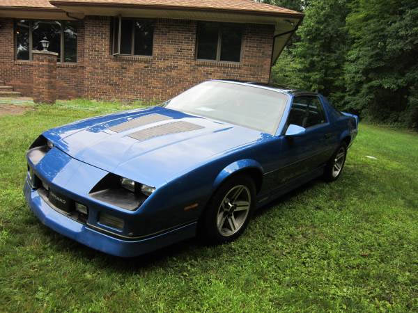1986 chevrolet iroc z28 camaro with parts from another. Black Bedroom Furniture Sets. Home Design Ideas