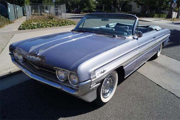 1961-oldsmobile-starfire-124