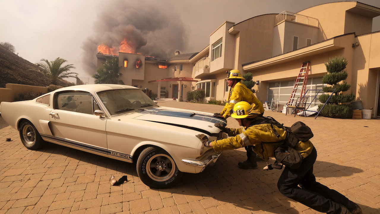 California Firefighters Save Mustang Gt3650 Muscle Car