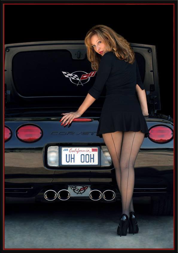 corvette-girl-by-Iain-Boyle