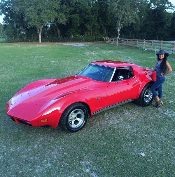 1974-Chevrolet-Corvette-Girl