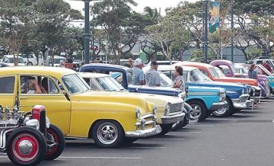 Lahaina-Gateway-Hosts-Classic-Car-Show
